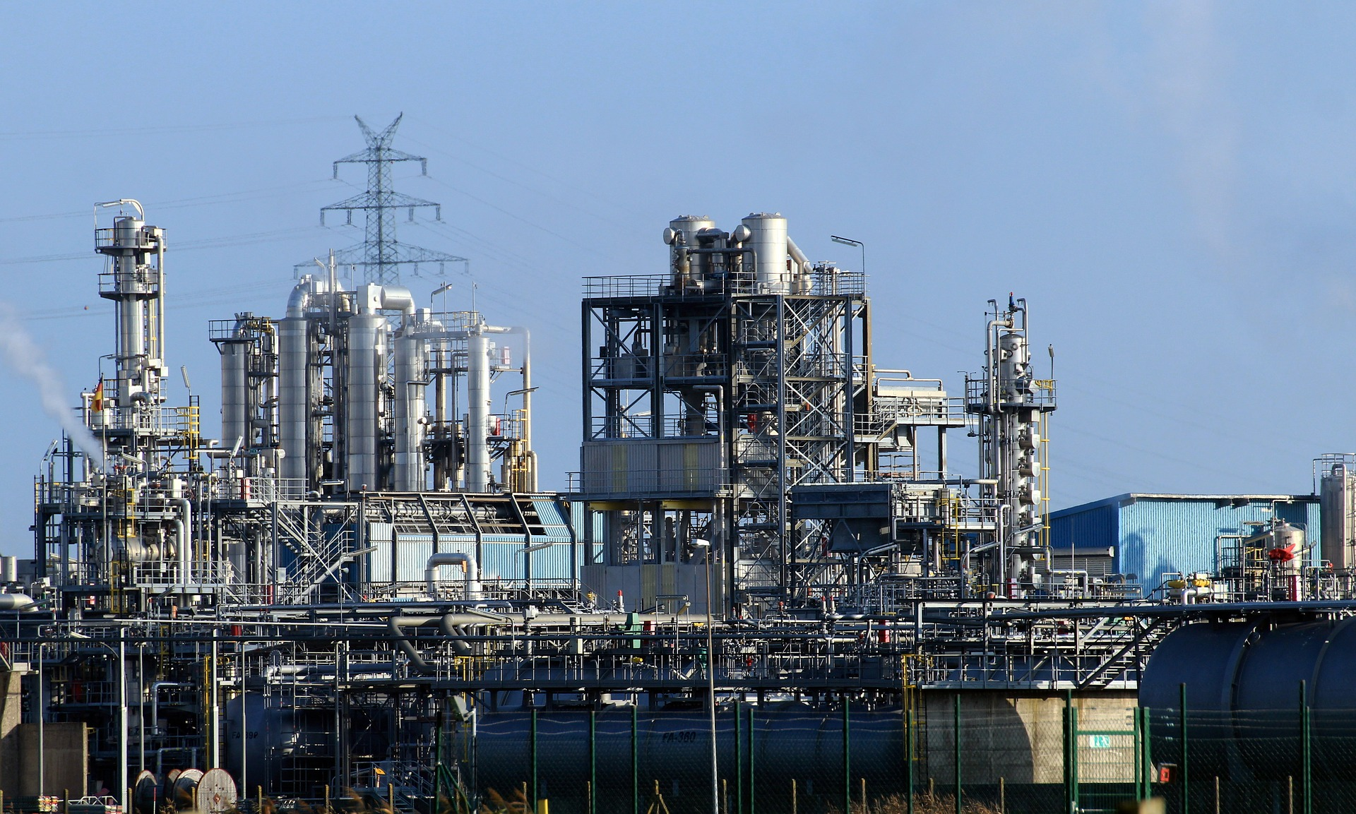 REFINERY, OILFIELD & WATER TREATMENT CHEMICALS